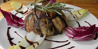 La Jalade Montpellier présente une recette gourmande de Charlotte de canard à découvrir en restaurant dans la rue de la Jalade (® la jalade)